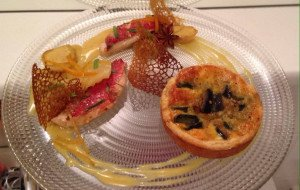 Filets de rouget sauce exotique, légumes confits, risotto de céleri au curry et tartelette aux légumes se saison